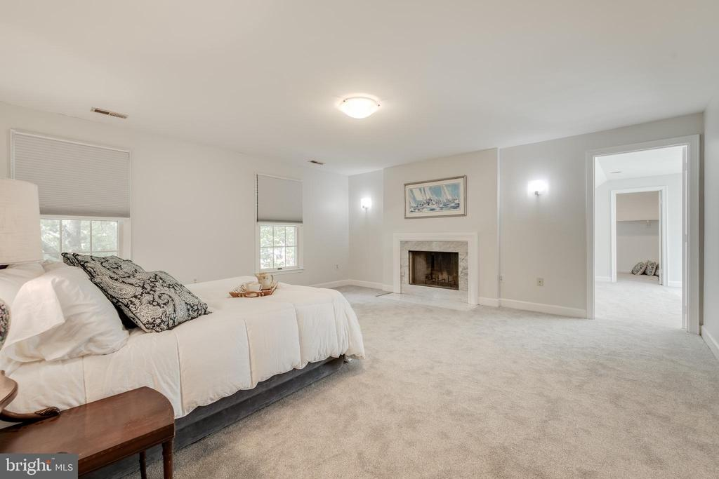 Master Bedroom with Wood-burning Fireplace - 344 DUBOIS RD, ANNAPOLIS