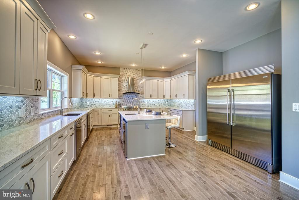 Gourmet Kitchen - Commercial Grade SS Appliances - 1349 GORDON LN, MCLEAN