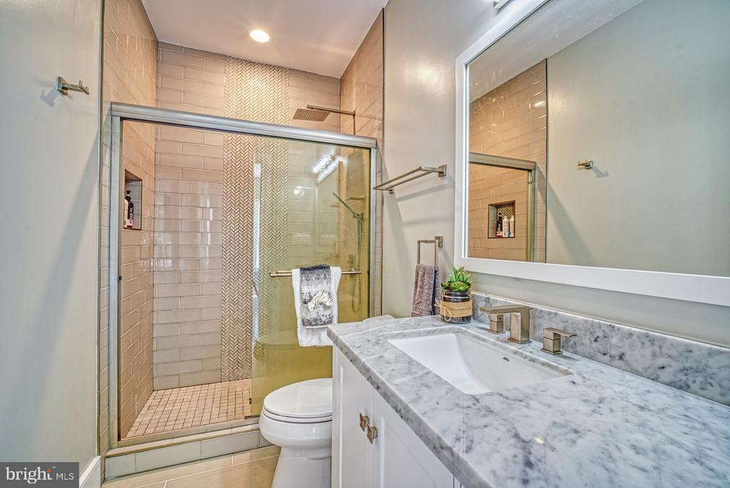 4th En Suite Full Bathroom - 1349 GORDON LN, MCLEAN