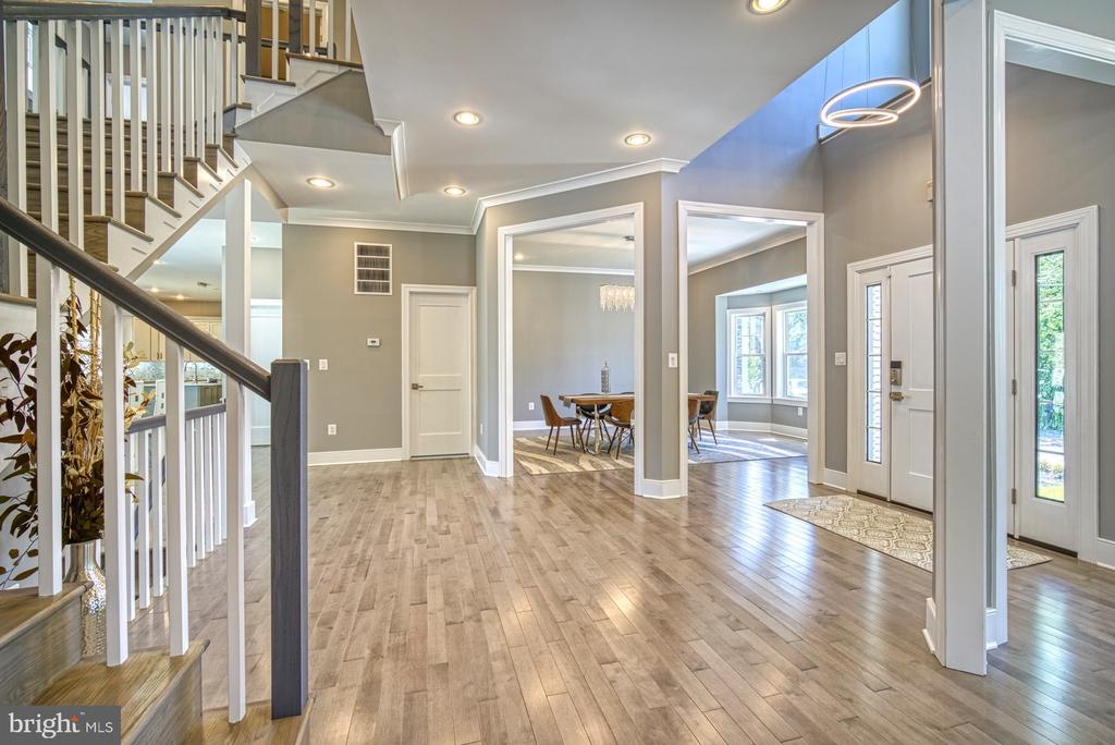 Foyer Open Floor Plan - 1349 GORDON LN, MCLEAN