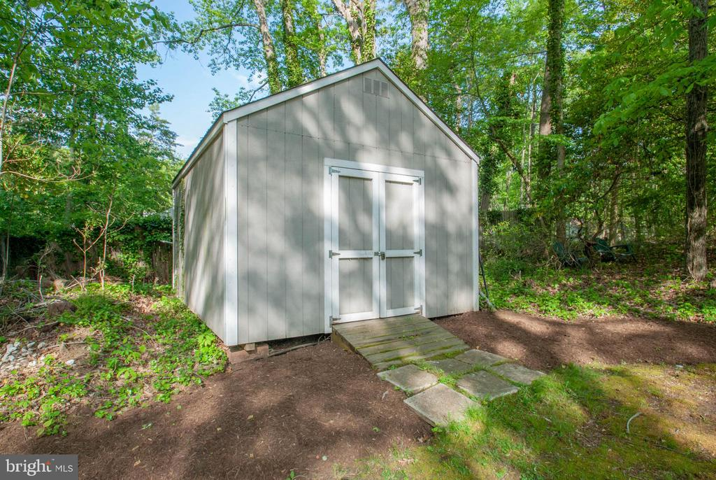 detached shed in rear of yard - 449 POPLAR LN, ANNAPOLIS