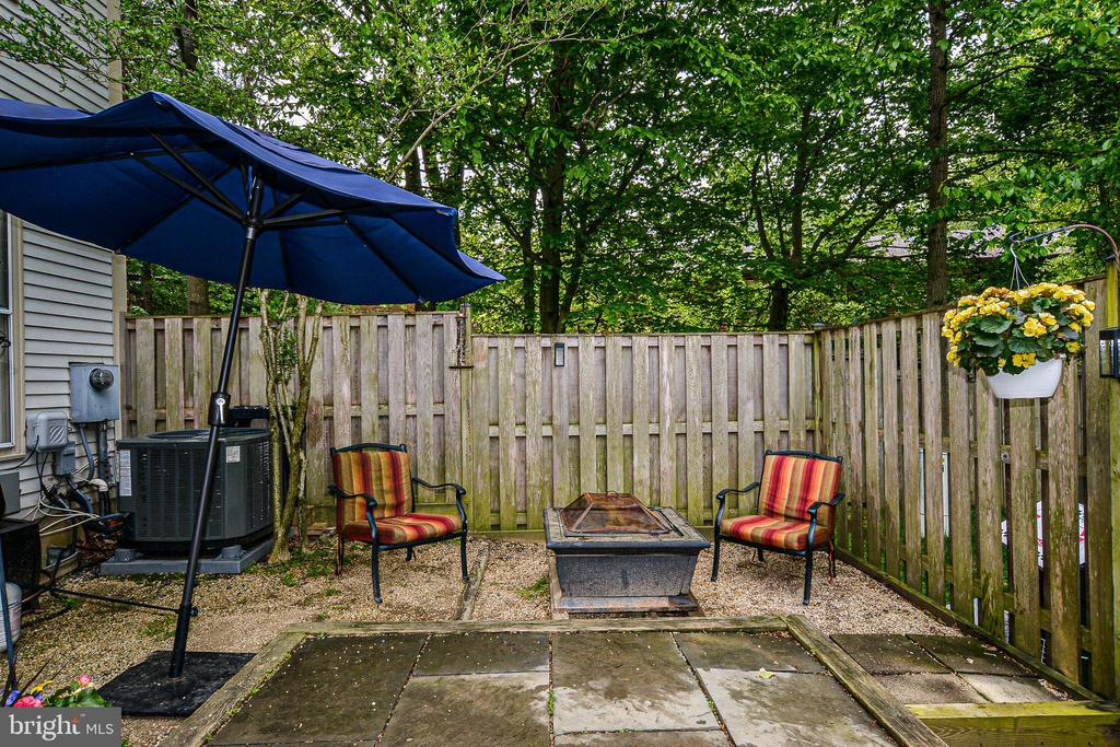 Private backyard w/ slate patio - 6510 WESTMORE CT, SPRINGFIELD