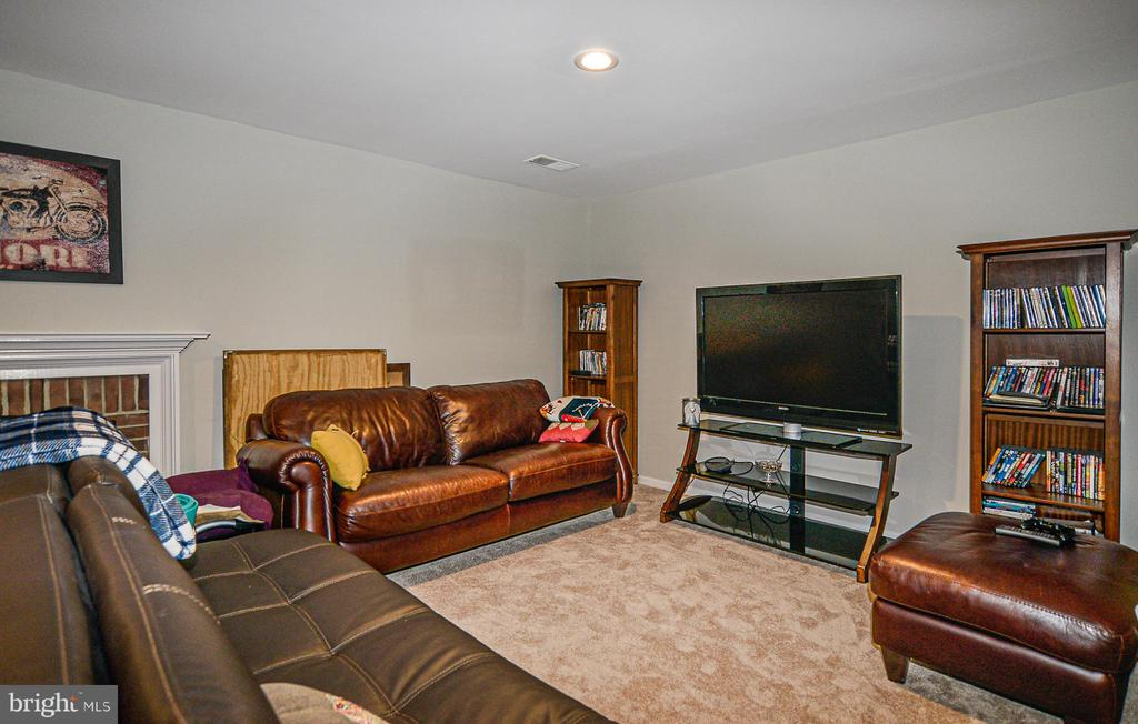 Huge recreation room w/ cozy fireplace - 6510 WESTMORE CT, SPRINGFIELD