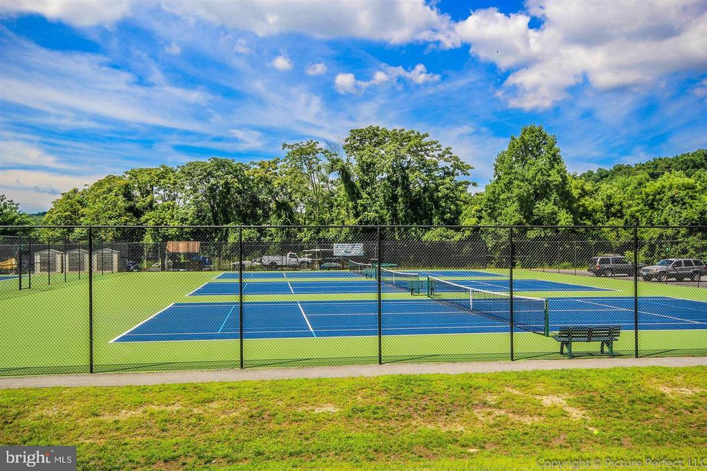 Community Tennis Courts - 10406 FARMVIEW CT, NEW MARKET