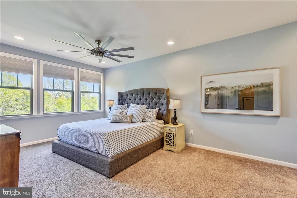 Modern, upscale fans in all bedrooms - 23378 NANTUCKET FOG TER, BRAMBLETON