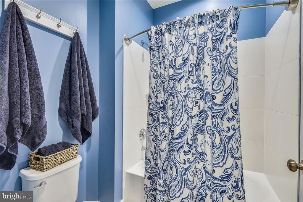 Separate shower and toilet room in hall bath - 23378 NANTUCKET FOG TER, BRAMBLETON