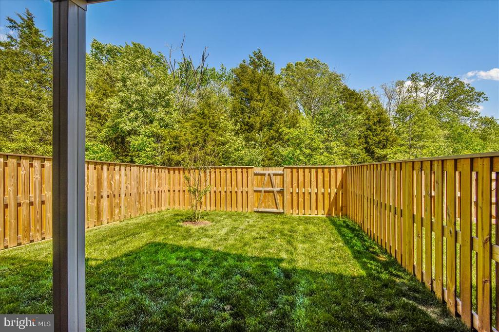 Huge, fully fenced rear yar - 23378 NANTUCKET FOG TER, BRAMBLETON