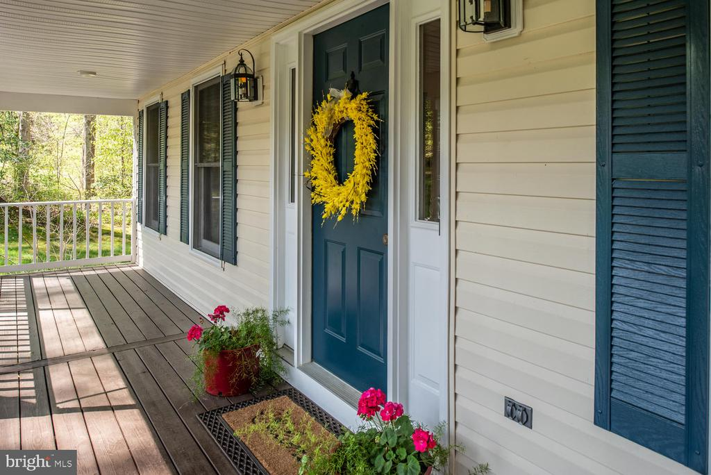 Inviting front porch - 325 SANDY RIDGE RD, FREDERICKSBURG