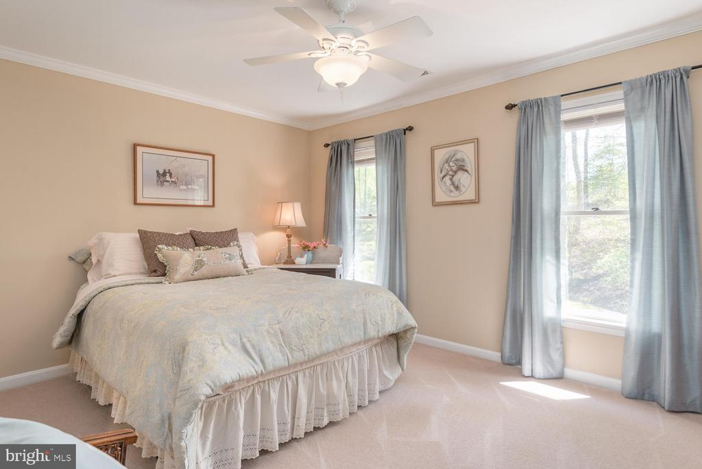 Third bedroom fits Queen sized bed too! - 325 SANDY RIDGE RD, FREDERICKSBURG