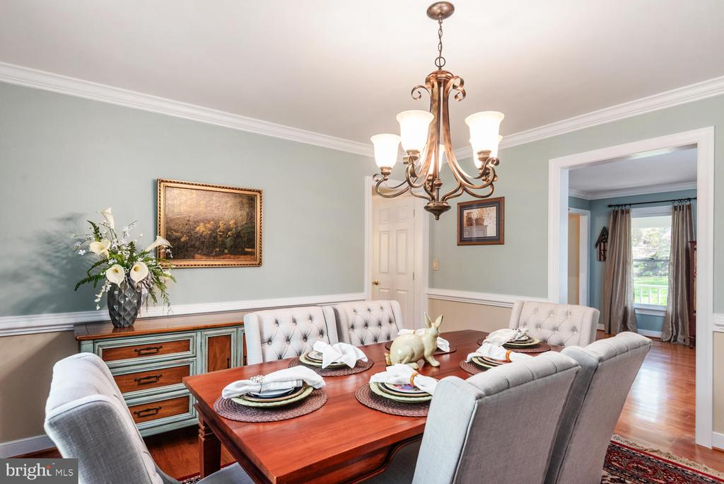 Formal dinning  w/ dimming chandelier. - 325 SANDY RIDGE RD, FREDERICKSBURG