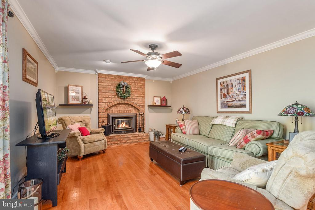 Family room with wood burning insert conveys! - 325 SANDY RIDGE RD, FREDERICKSBURG