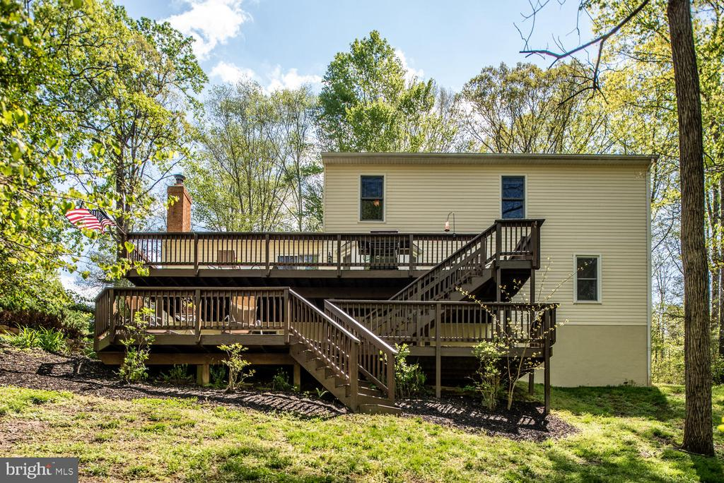 Enormous double deck! - 325 SANDY RIDGE RD, FREDERICKSBURG