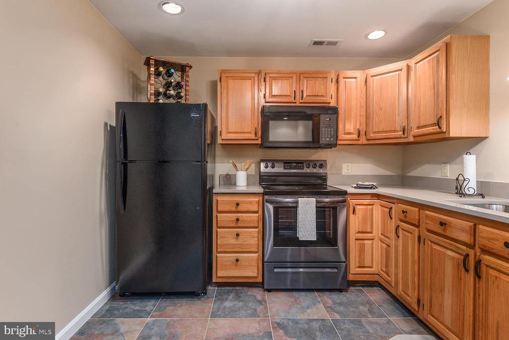 Lower level kitchen appliances like new.... - 325 SANDY RIDGE RD, FREDERICKSBURG