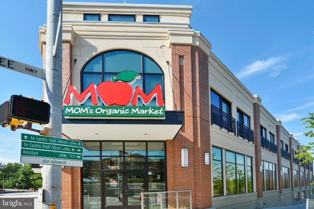 Many places to grab groceries - 705 N BARTON ST, ARLINGTON