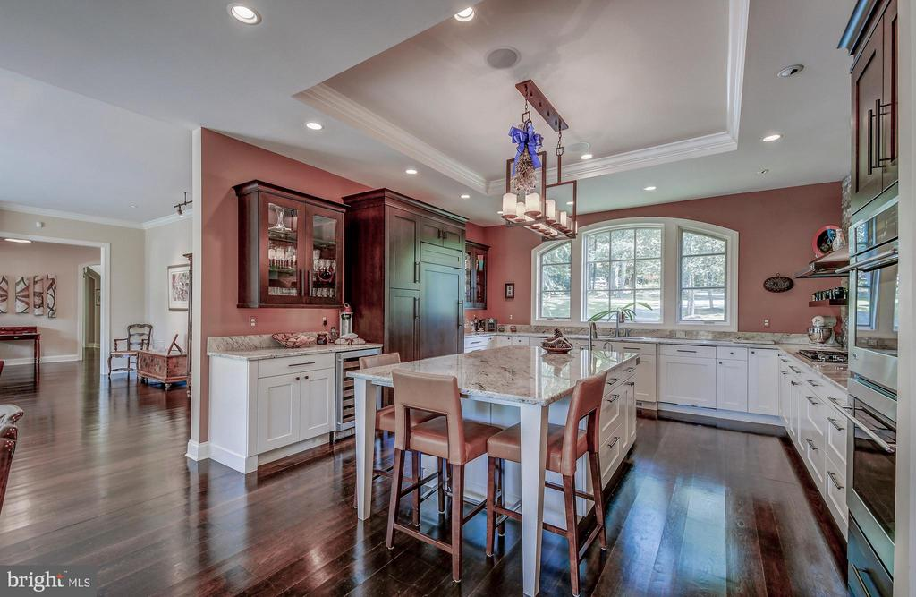 Gourmet kitchen - 28 CAVESWOOD LN, OWINGS MILLS