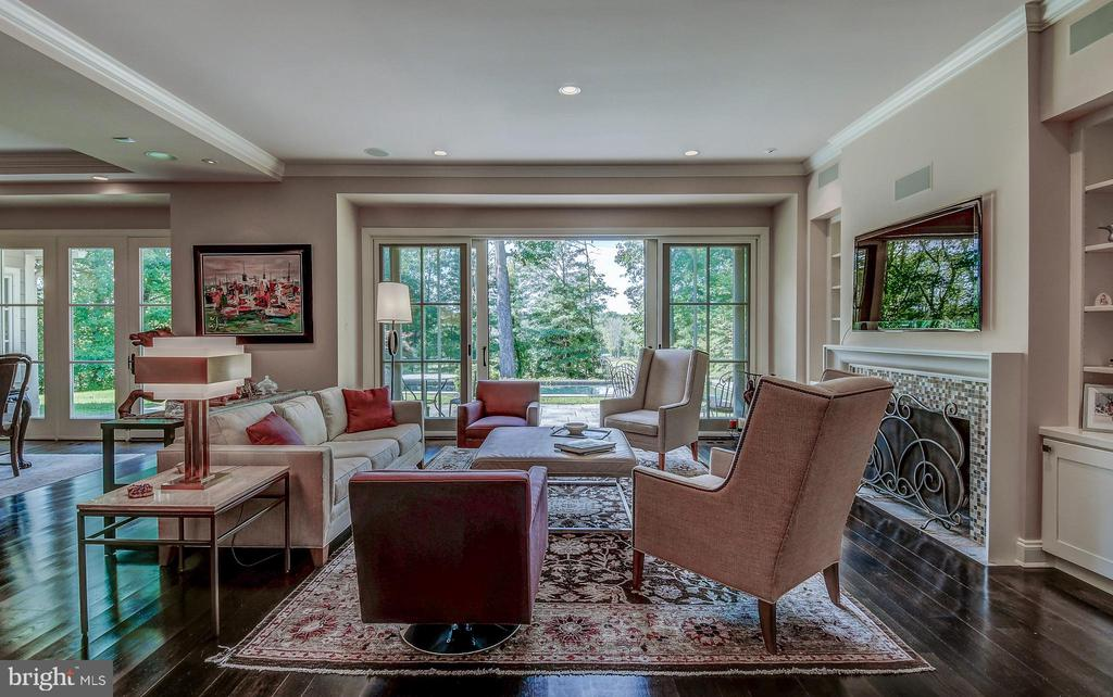 Tremendous light - 28 CAVESWOOD LN, OWINGS MILLS