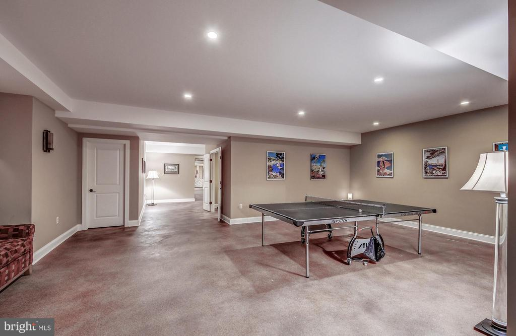 Gaming area - 28 CAVESWOOD LN, OWINGS MILLS
