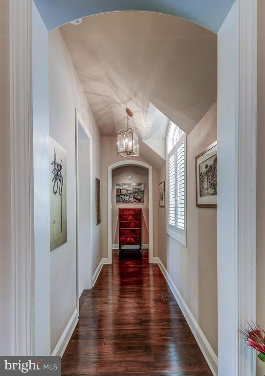 Private entry to master suite - 28 CAVESWOOD LN, OWINGS MILLS