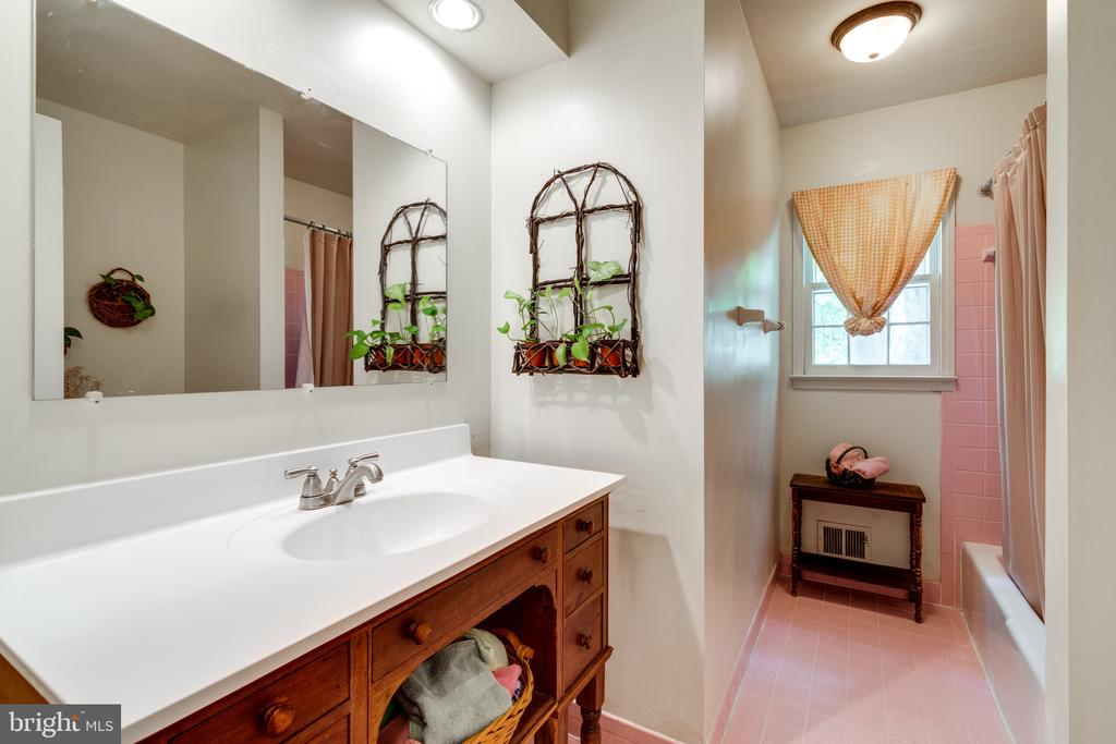 Full Bath 2 - 3634 CAMELOT DR, ANNANDALE