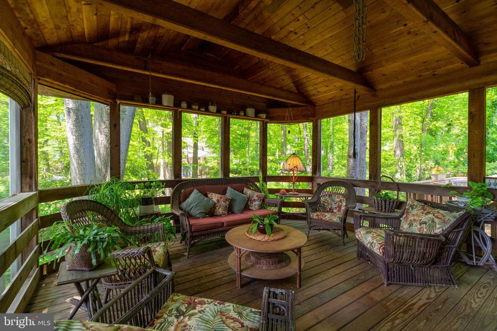 Screened Porch - 3634 CAMELOT DR, ANNANDALE