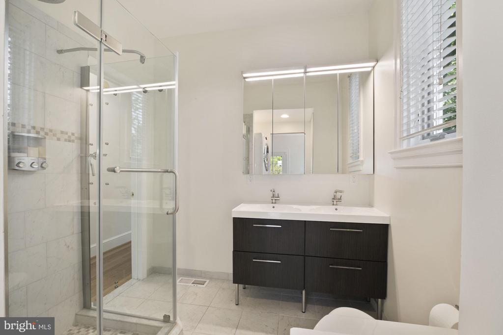 Master bath - 4438 42ND ST NW, WASHINGTON