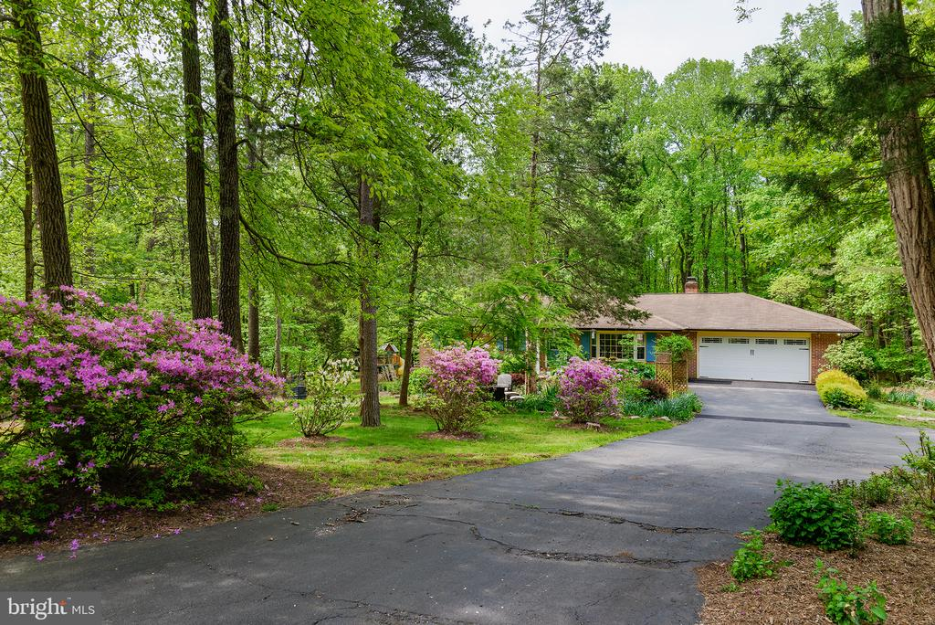 Private driveway - 39225 FOXHILL RD, LEESBURG