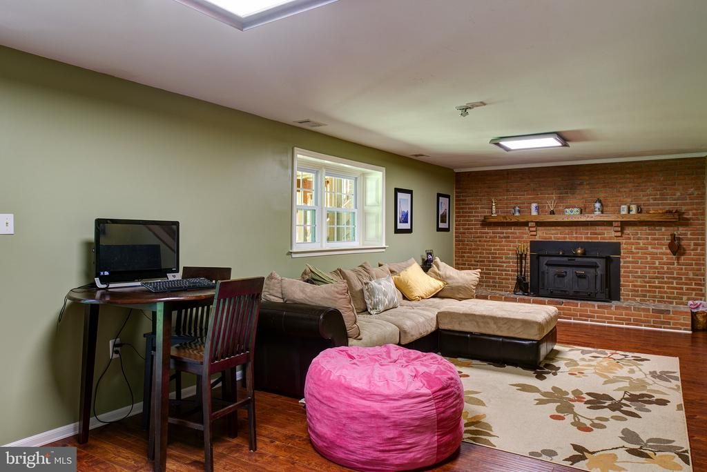 Rec Room - wood burning stove - 39225 FOXHILL RD, LEESBURG