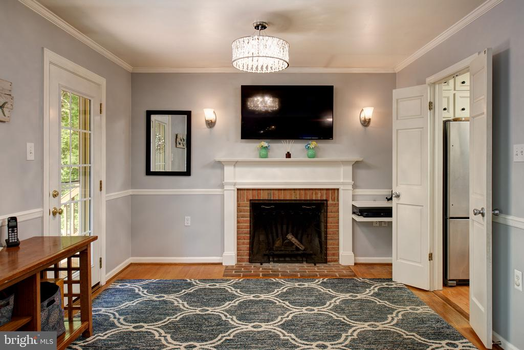 Wood burning fireplace - family room- exit to deck - 39225 FOXHILL RD, LEESBURG