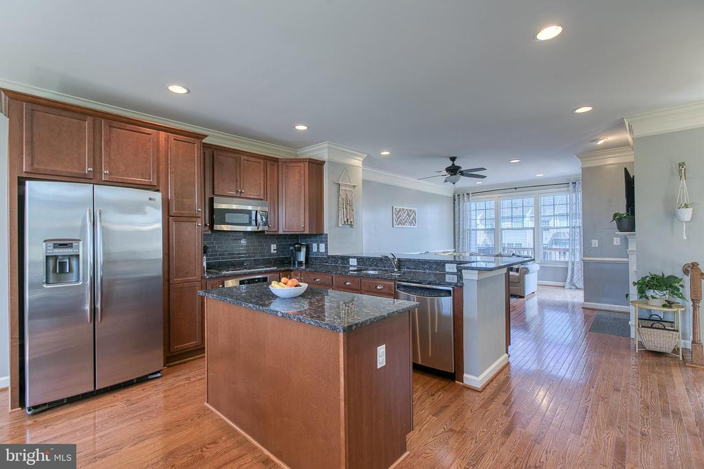 Kitchen with Island and gleaming wood floors. - 214 WOODSTREAM BLVD, STAFFORD
