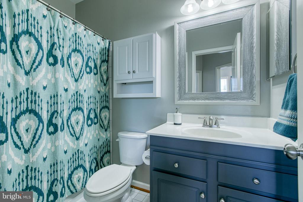 Full bath tub/ shower combo on 3rd floor. - 214 WOODSTREAM BLVD, STAFFORD