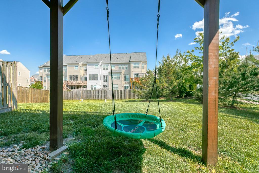 Sit on the patio and enjoy the flat yard and shade - 214 WOODSTREAM BLVD, STAFFORD