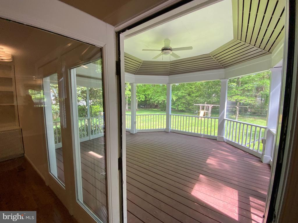 Entrance from Family room into screened porch - 1401 HUNTING WOOD RD, ANNAPOLIS