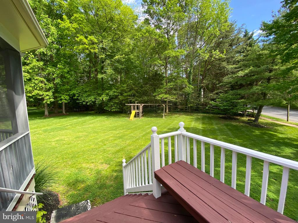 Outdoor porch with large flat backyard - 1401 HUNTING WOOD RD, ANNAPOLIS