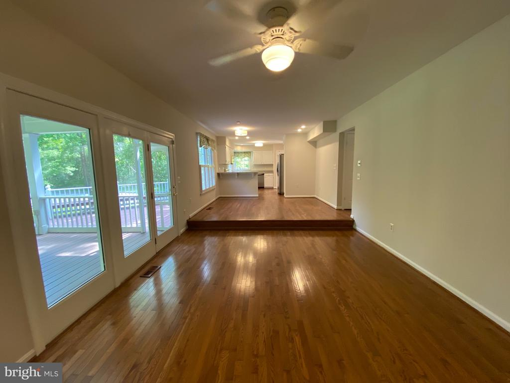 View from Family room into eat-in kitchen - 1401 HUNTING WOOD RD, ANNAPOLIS
