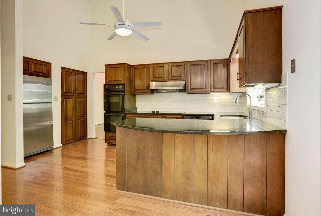 Vaulted Kitchen with Dining/Breakfast Bar - 1693 ALICE CT, ANNAPOLIS