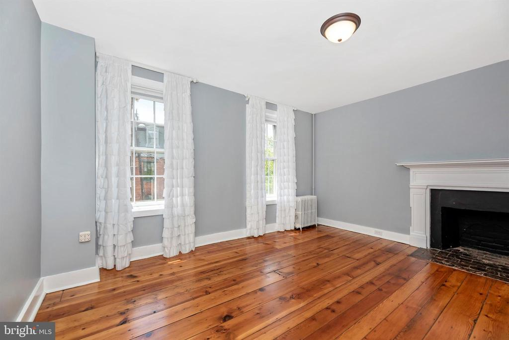 Your own bedroom w/ fireplace! - 137 W 3RD ST, FREDERICK