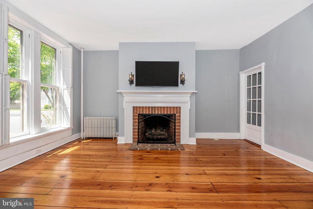 FIreplace for all of those cool evenings! - 137 W 3RD ST, FREDERICK