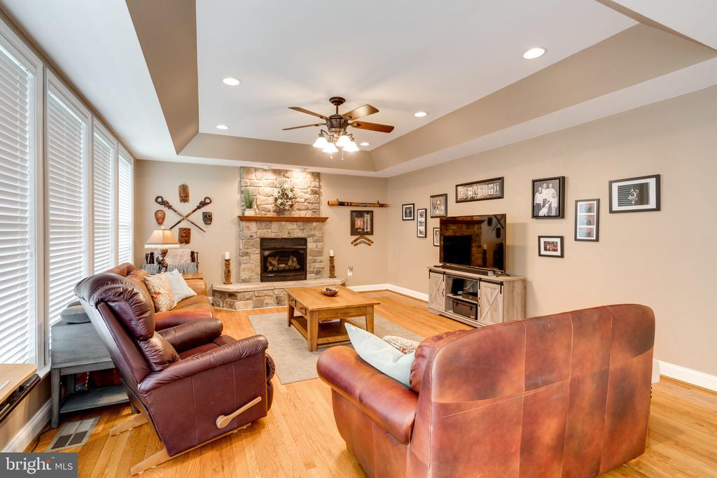 Family room with Tray ceiling - 204 SAIL CV, STAFFORD