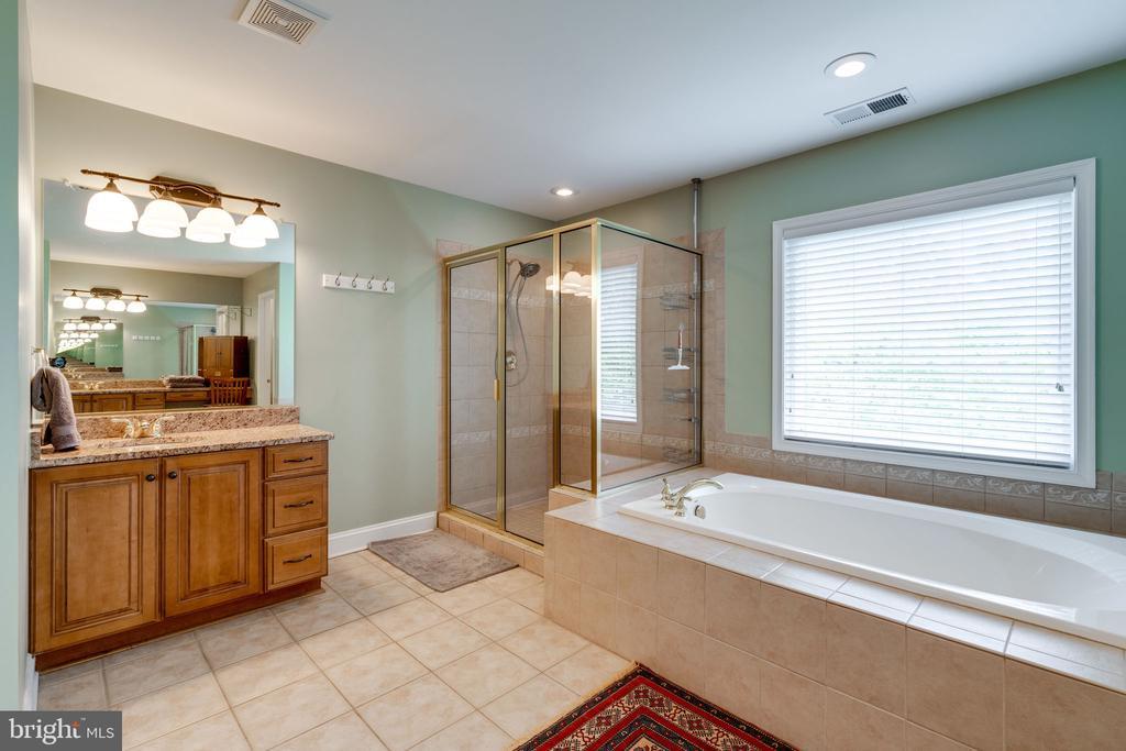 Luxury Master Bath - 204 SAIL CV, STAFFORD