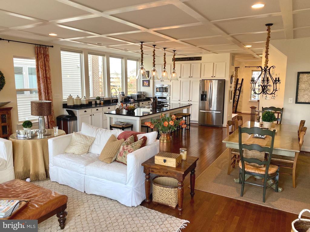 Open Floor Plan - Perfect for Entertaining - 22912 BOLLINGER TER, BRAMBLETON