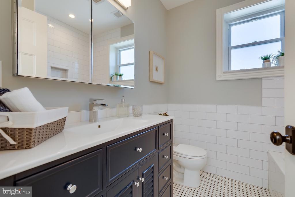 Second floor Hall Bathroom - 517 13TH ST NE, WASHINGTON