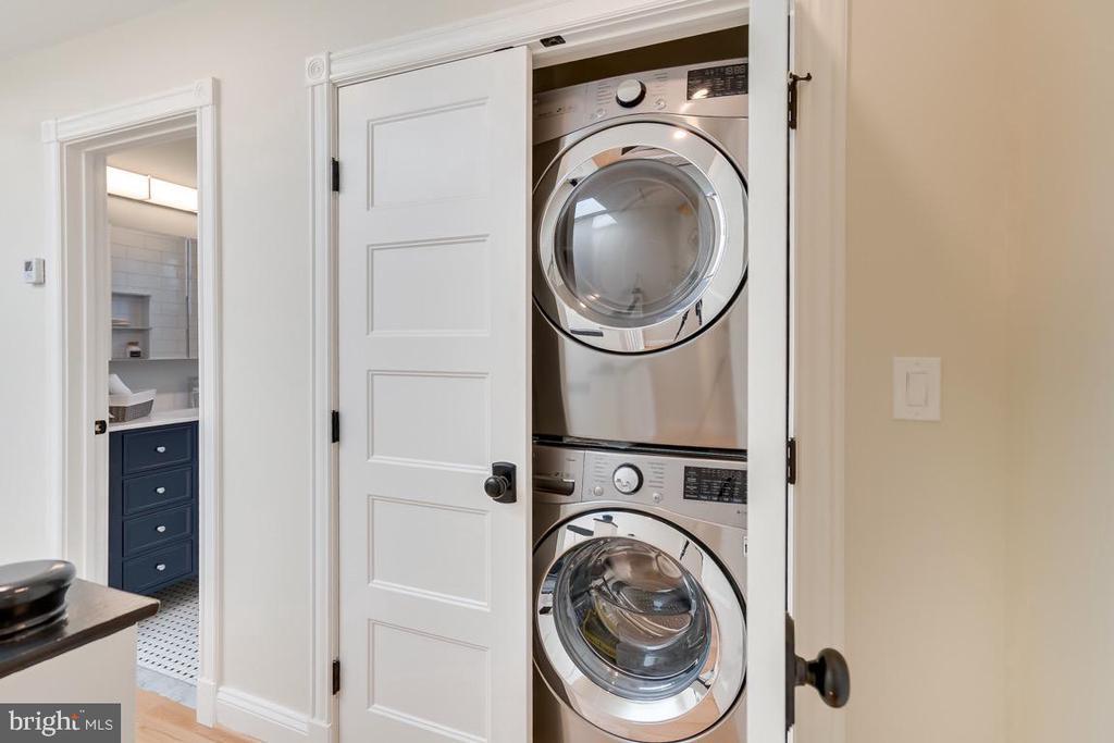 Top floor Laundry unit - 517 13TH ST NE, WASHINGTON