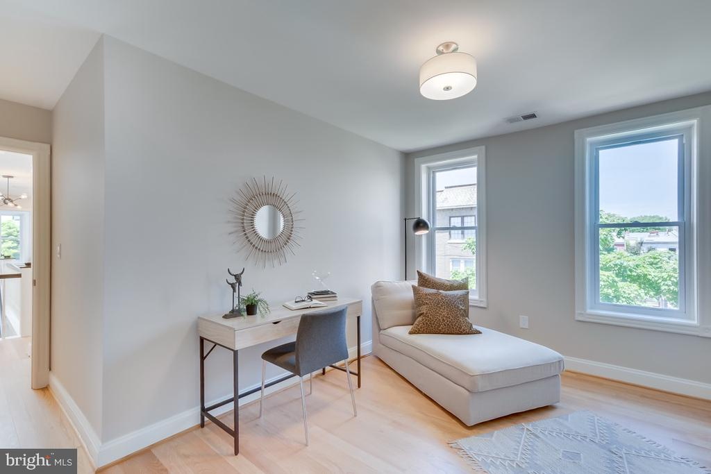 Could be an office, nursery, workout room-yours! - 517 13TH ST NE, WASHINGTON