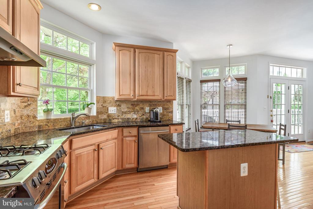 Kitchen with stainless steel appliances - 20436 RIVER BANK ST, STERLING