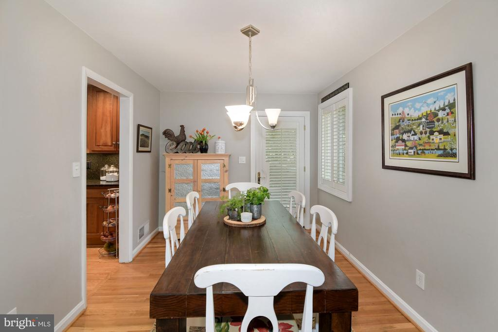 Dining room with access to large deck - 1065 PALMER PL, ALEXANDRIA