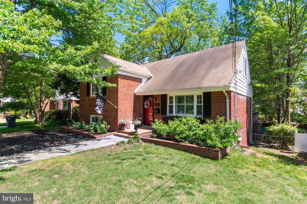 Lovely brick home with over 2100 sq ft - 1065 PALMER PL, ALEXANDRIA