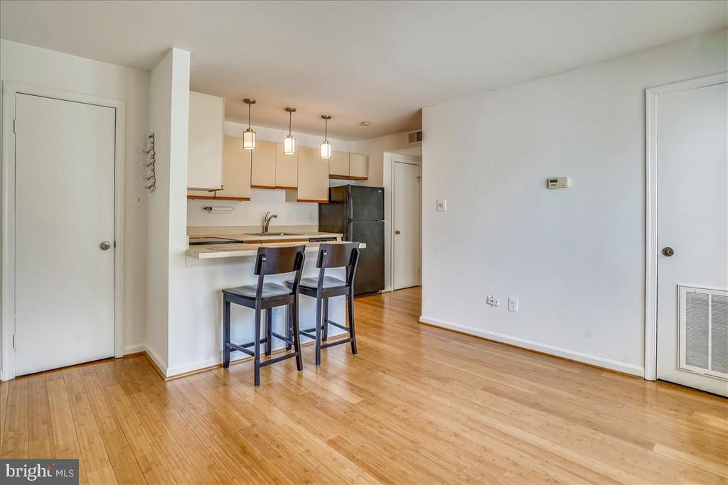 Living Room Opens to Kitchen - 1707 DEWITT AVE #A, ALEXANDRIA
