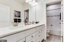 Hall bath with optional privacy wall - 2009 GAILS LN, MOUNT AIRY