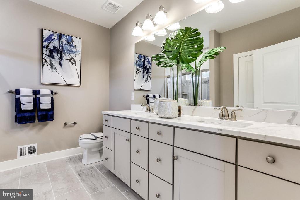 Primary en suite bath double vanity - 2108 CONNOR CIR, MOUNT AIRY