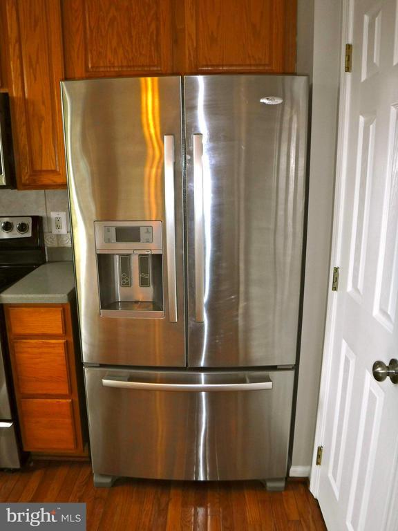 Refrigerator in-door water & ice dispenser - 12062 ETTA PL, BRISTOW
